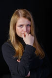 Trauriges Schreien des blonden Haares des jungen Mädchens Stockbild