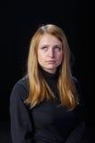 Trauriges Schreien des blonden Haares des jungen Mädchens Lizenzfreie Stockfotos