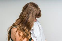 Trauriges und deprimiertes Frauenschreien Stockfotografie