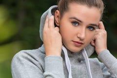 Trauriges weibliches Jugendlich-Mädchen-junge Frau Stockfotografie