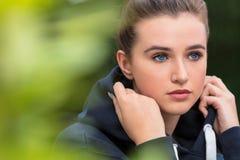 Trauriges weibliches Jugendlich-Mädchen-junge Frau Stockbild