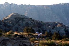 A través de las montañas Foto de archivo