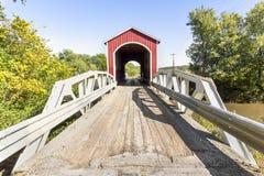 A través de Wolf Covered Bridge foto de archivo libre de regalías