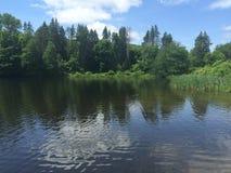 A través del lago Imágenes de archivo libres de regalías
