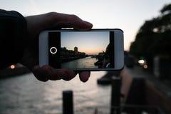 A través del teléfono Fotos de archivo libres de regalías