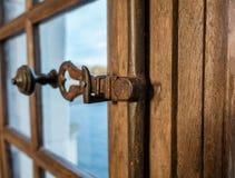 Trava de porta antiga de madeira Fotografia de Stock Royalty Free