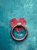 Trava oxidada velha da porta Fotos de Stock