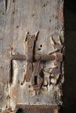 Trava oxidada velha na porta da câmera no SE castelo fotos de stock royalty free