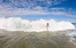 Travado na onda causando um crash Fotos de Stock Royalty Free