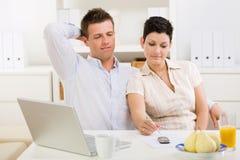 travail à domicile de couples Photographie stock libre de droits