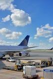 Travail au beau jour dans l'aéroport de Chicago Photographie stock libre de droits