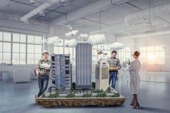 Travail créatif de groupe d'architecte Media mélangé photos stock