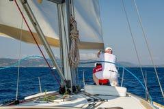 Travail d'équipage à la course de navigation image stock