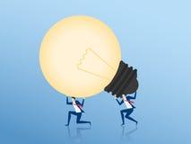 travail d'équipe au concept de succès Homme d'affaires Cooperate portant la grande idée d'ampoule Photographie stock