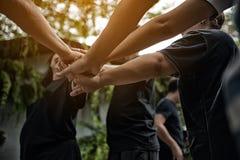 Travail d'équipe avec nos bras et mains Photo libre de droits