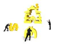 Travail d'équipe d'hommes d'affaires pour l'or empilant le bâtiment d'argent avec le leade Photo libre de droits