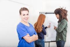 Travail d'équipe dans le bureau Image libre de droits