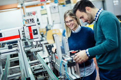Travail d'équipe de cours de robotique d'ingénierie images libres de droits