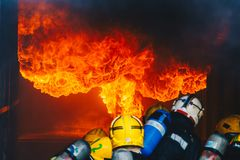 Travail d'équipe de la formation de sapeurs-pompiers Photographie stock libre de droits
