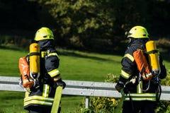 Travail d'équipe de pompiers en Allemagne photographie stock libre de droits