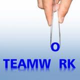 Travail d'équipe et main de Word avec des brucelles Photo stock