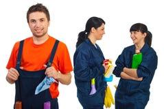 Travail d'équipe heureux des ouvriers de nettoyage photo libre de droits