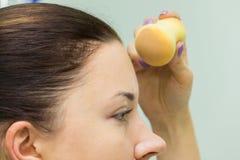 Travail d'artiste de maquillage photos stock
