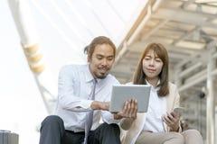 Travail d'homme et de femme d'affaires ensemble Affaires Team Corporate Working Concepts image stock