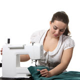 Travail d'ouvrière couturier sur la coudre-machine Image libre de droits