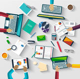 Travail d'équipe à la table, stratégie commerciale, statistique Image libre de droits