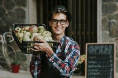 Travail dans sa petite entreprise de fruit Photo libre de droits