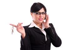 Travail de clés de fixation de femme d'affaires Photos stock