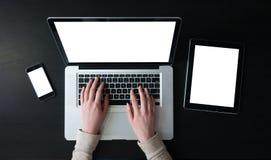 Travail de femme d'affaires sur le carnet ou l'ordinateur portable Photo libre de droits