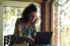 Travail de jeune femme Photo stock