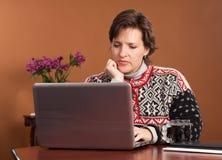 Travail de la femme à la maison Photos libres de droits