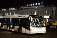 Travail de nuit à l'aéroport international de Pulkovo Images libres de droits