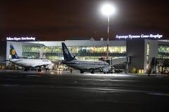 Travail de nuit à l'aéroport international de Pulkovo Photo stock