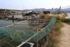 Travail de pêcheurs dans le village de l'eau Images stock