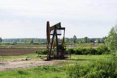 Travail de plates-formes pétrolières dans le domaine Photos stock