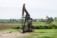Travail de plates-formes pétrolières dans le domaine Images stock