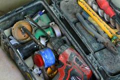 Travail de rénovation électrique, beaucoup d'outils de bricolage Images stock