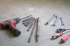 Travail de rénovation électrique, beaucoup d'outils de bricolage Photographie stock