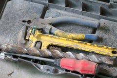 Travail de rénovation électrique, beaucoup d'outils de bricolage Photo libre de droits