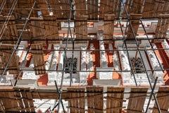 Travail de restauration d'un monument historique à Nizhny Novgorod photos stock