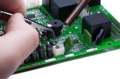 Travail de technicien en électronique Image stock