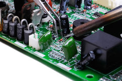 Travail de technicien en électronique Images stock