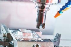 Travail des métaux de fraisage Métal industriel de commande numérique par ordinateur usinant par le moulin vertical photo libre de droits