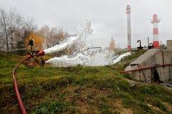 Travail des sapeurs-pompiers images libres de droits