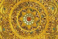 Travail du bois thaïlandais d'art avec la peinture d'or Photo stock