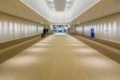 Travail intérieur d'aéroport de Narita au Japon Photo libre de droits